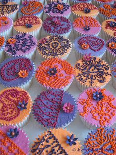 Henna-inspired cupcakes.