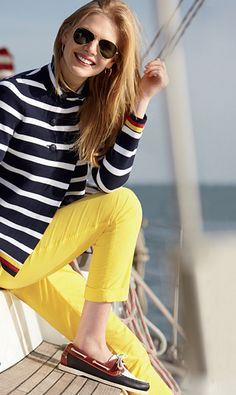 Spring Look Picture Description Stripes + Yellow and Sperrys, Nautical Outfits, Nautical Fashion, Nautical Style, Style Blog, Mode Style, Spring Look, Spring Summer Fashion, Estilo Navy, Yellow Jeans