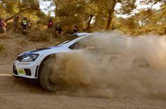 Día agitado en el #Rally de Grecia. Durante 1ra etapa Sébastien Ogier (líder del campeonato #WRC) tuvo que retirarse por fallas técnicas. Sin embargo, sus compañeros del #Volkswagen Motorsport, Latvala (+36,6 segs) y Mikkelsen, terminaron en 3er y 5to lugar respectivamente. #VW