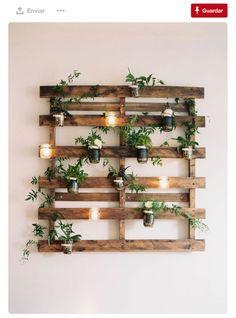 plantas-colgantes-y-velas-en-un-palet