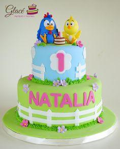 Gallina Pintadita Pastel decorado con fondant y personajes de azúcar.