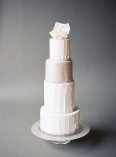 Tall tiered cake: http://www.stylemepretty.com/oregon-weddings/bend/2015/04/07/romantic-gold-wedding-inspiration/ | Photography: Marina Koslow - http://marinakoslowphotography.com/