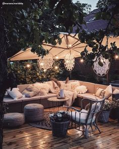 Comfortable Backyard Movie Theater Ideas - Unique Balcony & Garden Decoration and Easy DIY Ideas Outdoor Rooms, Outdoor Living, Outdoor Furniture Sets, Outdoor Decor, Design Jardin, Backyard Patio Designs, Patio Ideas, Backyard Ideas, Garden Ideas