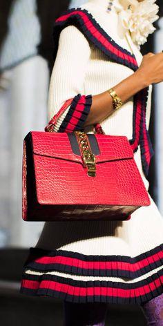 Borsa a spalla Sylvie in pelle - Gucci Borse 421882CVLEG4367