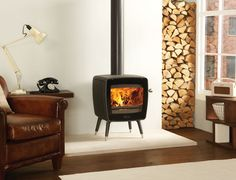 The high efficiency Dovre Vintage 35 stove has a contemporary design which echoes the smooth, distinctive style of appliances from the '60s and '70s.