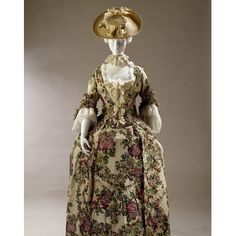 Robe and petticoat  Place of origin: England, Great Britain (made)  Spitalfields, England (woven)  Date: 1765-1770 (made)  1735-1739 (woven)