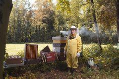 Pietro Ventura, apicoltore per Alessandro Venier. / #photography #oldcraftsmanship #alessandrovenier