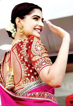 Sonam Kapoor dazzles in sari at an event in Chennai Saree Blouse Patterns, Saree Blouse Designs, Sonam Kapoor, Deepika Padukone, Indian Dresses, Indian Outfits, Indian Clothes, Indian Attire, Indian Wear