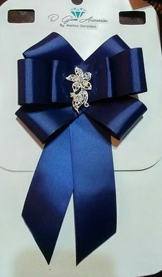 Bow brooch azul marino