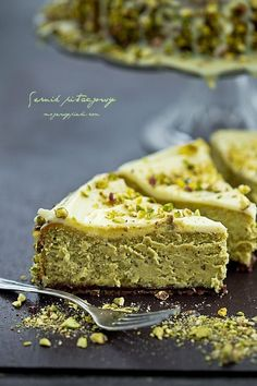 Cheesecake au chocolat blanc à la pistache Pistachio Cheesecake, White Chocolate Cheesecake, Cheesecake Recipes, Dessert Recipes, Pistachio Recipes, Cheesecake Brownies, Baklava Cheesecake, Pistachio Dessert, Mexican Chocolate Truffles Recipe