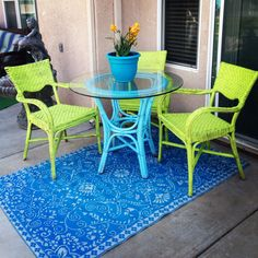 Wicker Table And Chairs, Fire Pit Table And Chairs, Patio Table, Spray Paint Wicker, Painted Wicker, Cheap Chairs, Cool Chairs, Painting Old Furniture, Old Wicker