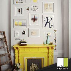 Inspire-se! Molduras brancas em harmonia com o amarelo da lareira dão mais graça ao ambiente. #yellow