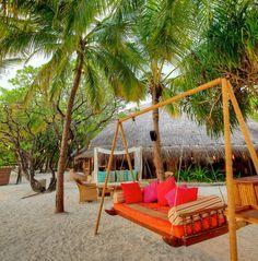 Tropical Kuramathi Island Luxury Resort in Maldives (16)