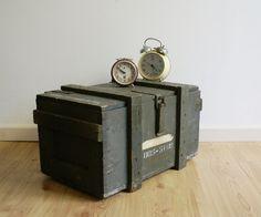 Coole houten kist, vintage munitiekist, industrieel tafeltje
