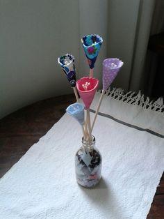Reciclar...retalhos de tecidos,  palitos de bambú, garrafa leite de coco! Um charme em qualquer lugar! ♥