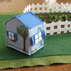 felt house and veg garden....make this for on the go and restaurant play!!!!