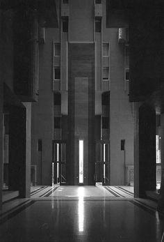 Walden 7 Apartment, Barcelona by Ricardo Bofill Taller de Arquitectura Minecraft Architecture, Space Architecture, Futuristic Architecture, Amazing Architecture, Architecture Details, Architecture Portfolio, Ricardo Bofill, Brutalist, Construction