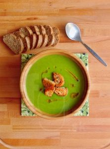 Lahodná cukinovo-špenátová polievka Paleo, Soup, Tasty, Lunch, Tableware, Kitchen, Desserts, Cooking, Dinnerware