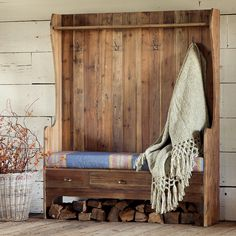 10 organized hallways with beautiful coat rack bench Coat Rack Bench, Diy Coat Rack, Coat Hanger, Country Furniture, Wood Furniture, Farmhouse Furniture, Bench Designs, Accent Furniture, Wood Projects