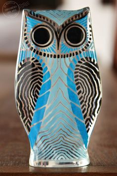 Classic design on this Blue Owl - he has matching red and grey cousins.