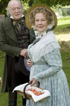 Dame Judi Dench & Michael Gambon in Cranford - ah - what gentility! Period Costumes, Movie Costumes, Period Piece Movies, Little Dorrit, Michael Gambon, Elizabeth Gaskell, Masterpiece Theater, Bbc Drama, Judi Dench