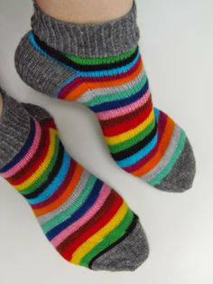Knitting Socks, Hand Knitting, Knitting Patterns, Knit Socks, Knit Pillow, Short Socks, Striped Socks, Dog Sweaters, Knitting Accessories