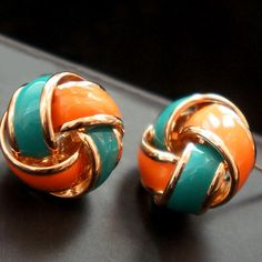 Nice Twist Flower Earrings.
