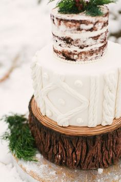 winter wedding cakes - photo by Alicia King Photography http://ruffledblog.com/christmas-tree-farm-wedding-inspiration-with-tradition