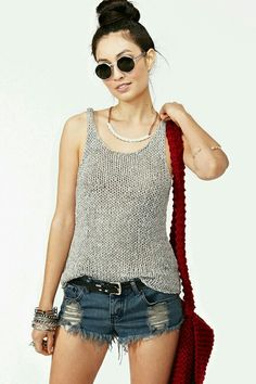 Grab this FREE TRUTHFULNESS Tank Top Summer Knitting Pattern, this is a super easy beginner top knitting pattern that's knit loosely in the round and flat with fingering weight yarn. Summer Fashion Outfits, Cute Summer Outfits, Summer Clothes, Outfit Summer, Crochet Clothes, Diy Clothes, Style Clothes, Ropa Free People, Glasses Outfit