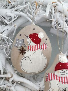 * Snowman * Tree decorations a little different. A sweet snowman . lovingly applied to linen, cut, sewn and filled a Knit Christmas Ornaments, Christmas Knitting, Felt Christmas, Handmade Christmas, Christmas Holidays, Christmas Bulbs, Christmas Crafts, Christmas Decorations, Tree Decorations