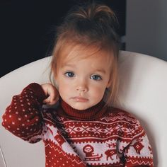 Little girl with cozy sweater - red & white #wow #kids #style