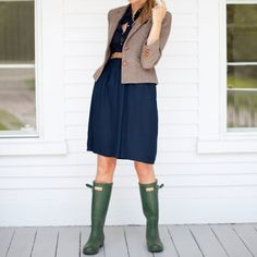 tweed blazer, hunter boots, above the knee dress, overall color combination