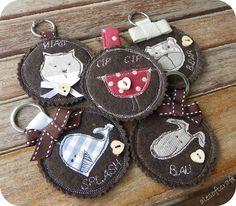 DIY for my keys Klicke um das Bild zu sehen. DIY for my keys! & The post DIY for my keys appeared first on Charlotte Thompson. Felted Wool Crafts, Felt Crafts, Fabric Crafts, Sewing Crafts, Sewing Projects, Freehand Machine Embroidery, Free Motion Embroidery, Crafts To Sell, Diy And Crafts