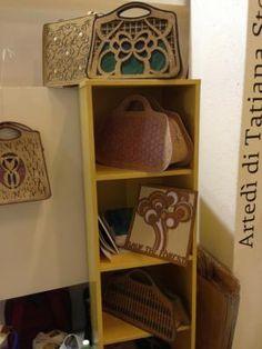 Borse in sughero e carta riciclata di Silvia Massacesi presso so critical so fashion. Bags made with recycled paper and cork