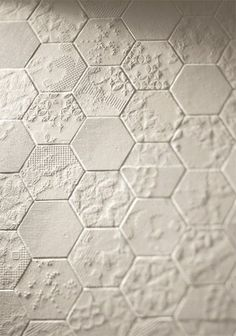 Using texture adds interest to a white bathroom Floor Design, Tile Design, Bathroom Inspiration, Interior Inspiration, Hexagon Tiles, Tiles Texture, Wall Treatments, Tile Patterns, Textured Walls