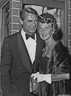 Cary Grant with his third wife, Betsy Drake Old Hollywood Movies, Old Hollywood Stars, Vintage Hollywood, Classic Hollywood, Hollywood Style, Vintage Movie Stars, Old Movie Stars, Gary Grant, Becoming An American Citizen