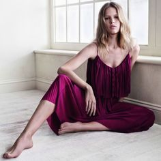 Discover the latest trends in Mango fashion, footwear and accessories. Shop the best outfits for this season at our online store. Mango Fashion, 70s Fashion, Girl Fashion, Womens Fashion, Fashion Design, Moda Mango, Miss Selfridge, Playing Dress Up, Toddler Boy Style