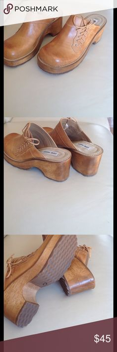 Steve Madden clogs Beautiful new leather clogs, Money style, made in Brasil. Steve Madden Shoes Mules & Clogs