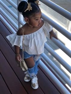 😱😦 This cute little girl is Slaying in that outfit! Cute Little Girls Outfits, Kids Outfits Girls, Toddler Outfits, Cute Mixed Babies, Cute Black Babies, Cute Kids Fashion, Baby Girl Fashion, Black Kids Fashion, Black Baby Girls