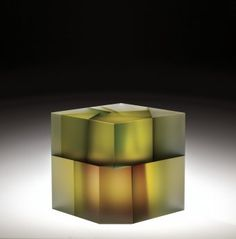 Jiyong Lee - Cell Cube with Purple Manipulation | Corning Museum of Glass