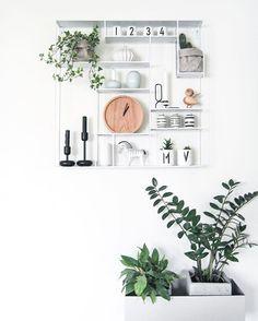 Favourite shelf - #boligpluss #interior123 #interior4all #interiorforyou #bobedre #boligplussminstil #interiørmagasinet #room123 #roomforinspo #immyandindi #nordiskehjem #lunehjem #lunehjemno #labyrint #labyrinthylla #plantbox #fermliving #nappula #iittala #designletters #kaybojesenzebra #kaybojesen #uashmama #kählerdesign #haydesign #lyngbyvase