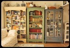 Shabby Chic furniture and style of decor displays more 'run down' or vintage items, or aged furniture. Shabby Chic is the perfect style balanced inbetween vintage and luxury, or '… Shabby Chic Bookcase, Shabby Chic Furniture, Rustic Furniture, Vintage Bookshelf, Furniture Design, Handmade Furniture, Book Furniture, Girls Furniture, Vintage Library