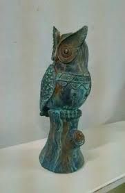 Imagen relacionada #falsoacabado Sculpture Art, Sculptures, Gothic Angel, Ceramic Owl, Clay Animals, Silent Night, Magick, Decoupage, Arts And Crafts