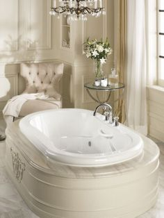 Bath tub fit for a queen