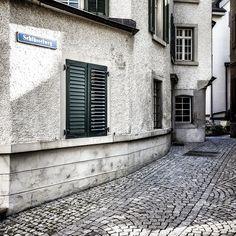 Schlüsselweg #horgen #zurich #switzerland #key #clue #cle #clave #chiave #yaoshi #klucz #designation Garage Doors, Wanderlust, Outdoor Decor, Home Decor, Lucerne, Decoration Home, Room Decor, Carriage Doors, Interior Decorating