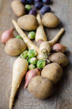 Schweinerollbraten mit Pflaumensoße dazu Pastinakenpüree und feinste Rosenkohlblätter von den [Foodistas] - http://foodistas.de