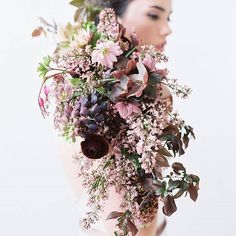 Never tire of this stunning #bouquet creation by @sarah_winward | #flowers #floralinspiration #florals #weddingflowers #floraladdict