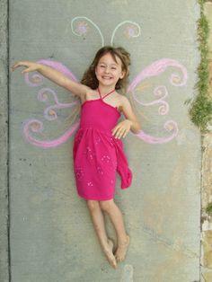 Fun summer photo opp idea for the kids! This looks fun