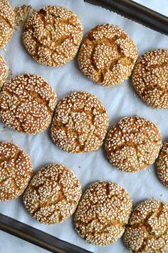 Tahini and Honey Cookies Vegan Gluten Free Cookies, Gluten Free Baking, Gluten Free Desserts, Paleo Baking, Sesame Cookies, Honey Cookies, Sugar Cookies, Raw Food Recipes, Sweet Recipes