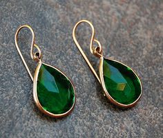 Vintage Emerald Green Lucite Earrings Emerald by GypsySolDesigns